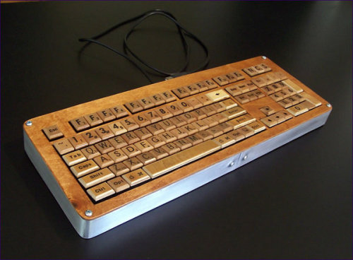 secretofdurablepigments:  Scrabble keyboard.