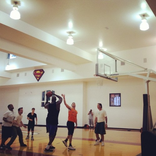@AdamBraun: ?Doing my best to guard @Shaq.. Bball for PoP w @justinbieber @kennyhamilton @scooterbraun.? [x]