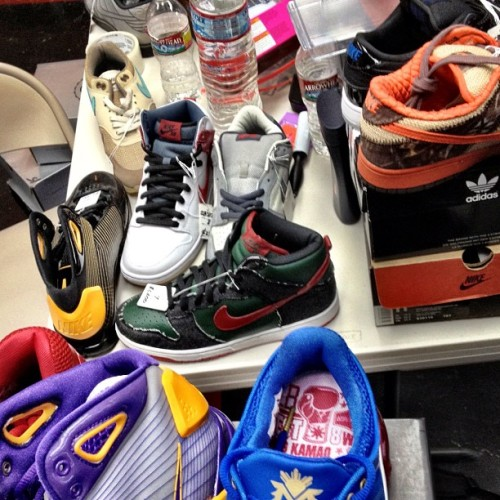 fuckyeahnikes:  sole-supremacy:  Remember to follow us on twitter @sole_supremacy if we hit 3k supporters we are giving away a free pair of kicks! #jordans #nike (Taken with instagram)  Let's help these guys get 3,000 follows on Twitter!   FOLLOW SOLESUPREMACY ON TWITTER!