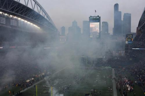 vicemag:  Stadium Cloud Phil Elevrum's West Coast Feeling  Dirty dirty stadium.