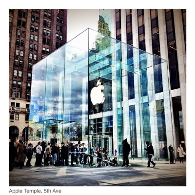 Apple 📱 5th Ave, NYC 🗽  #instagram #ihm #igers #igersnapoli #igersmilano #instafamous #flickr #photosquare #pontix #px #ponticelli #picoftheday #bestpic #picstagram #webstagram #iphoneonly #ig #instahub #instadaily #instagramhub #ignation #iphonesia #nyc #igersusa #igersnyc #gang_family #apple (Scattata con Instagram presso Apple Store)