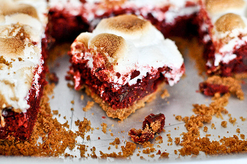 prettyfoods:  Red Velvet S'mores Bars (via Sugarcrafter)