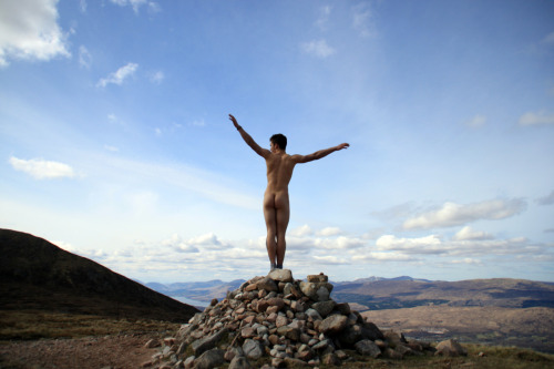 xorunaways:  The breeze between my legs atop of Britain's largest Mountain, Ben Nevis, Highlands.  Nathan Lawrence, I love your style!  Nathan is travelling with his partner Abbey and his blog is an account of their adventures.  This is him on top of Ben Nevis, Fort William, Scotland.