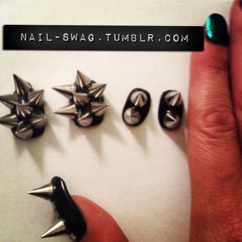 prettynailswag:  nail-swag:  SPIKED STUD NAILS FOR COACHELLA  girl don't hurt 'em!!! omggg i want!!