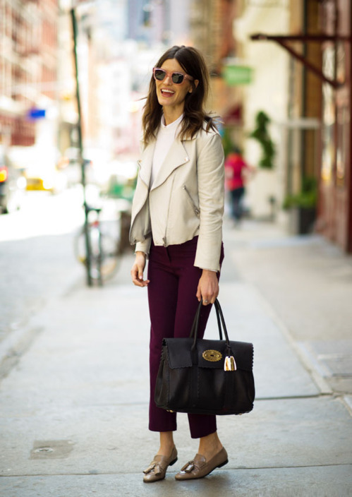 Hanneli wears an Acne jacket, sweater, pants and sunglasses, and a Mulberry bag in New York City. (image: 21arrondissement)
