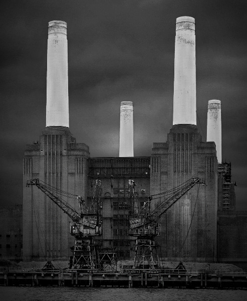 fiore-rosso:  ,battersea power station [london] / bravuraimages.