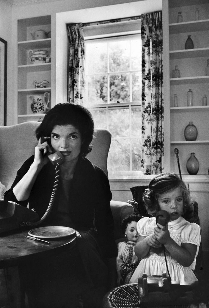 "Every picture of the Kennedys makes me say, ""aww!""  theswingingsixties:  Jacqueline Kennedy at home with daughter Caroline, 1960. Photo by Alfred Eisenstaedt."