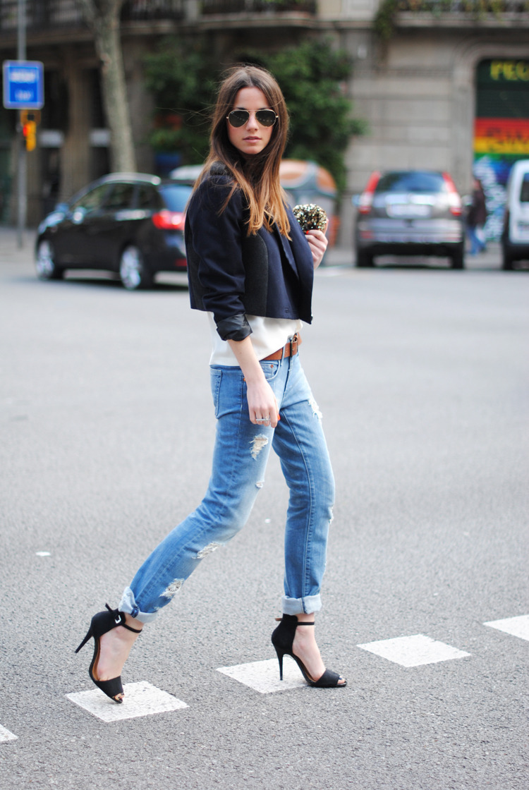 Sandals: Zara, Boyfriend Jeans: H&M, Top: The Wardrobe, Jacket: H&M, Belt:H&M, Sunglasses: Ray Ban (image: fashionvibe)