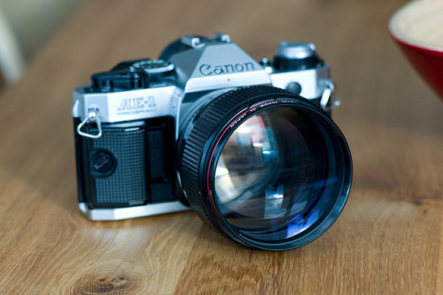 cameracadets:  Canon FD 85mm f/1.2 L by Neotypus on Flickr.  i want like this ^