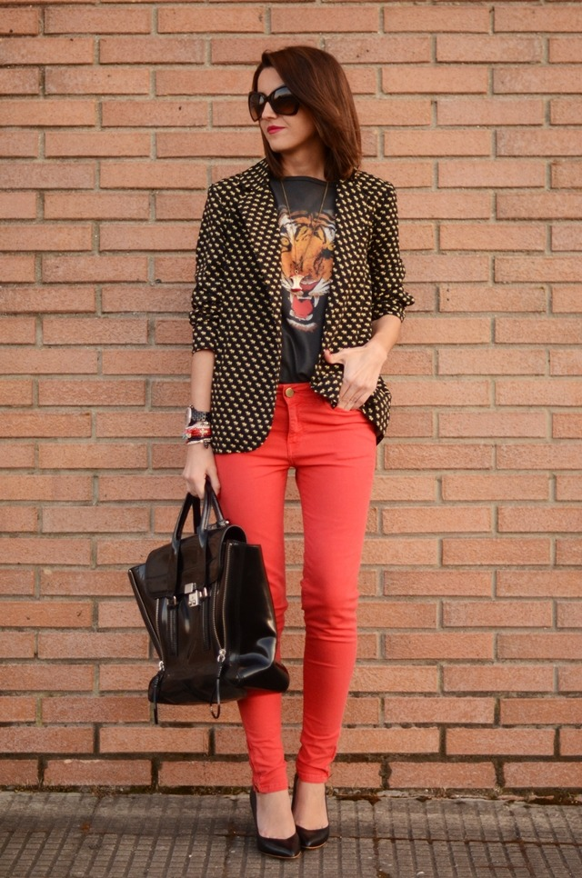 what-do-i-wear:  t-shirt: Blanco, bag: 3.1 Phillip Lim, red pants: Zara, shoes: Zara, blazer: Primark, watch: Michael Kors, bracelets: Como verde hiedra, necklace: La tienda de lisa – Uniccos, sunglasses: Tom Ford – Ópticas Peláez (image: lovelypepa)