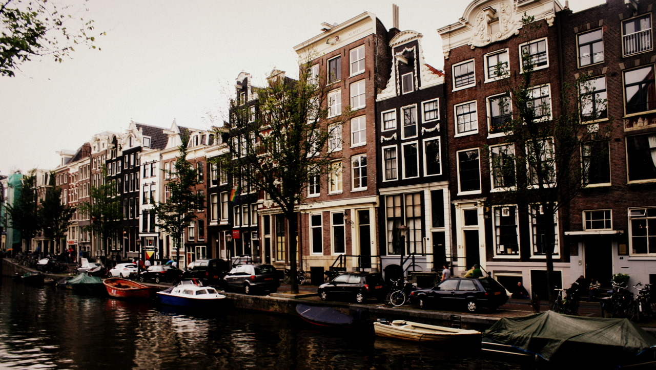 trou-de-ver:  Amsterdam, The Netherlands.