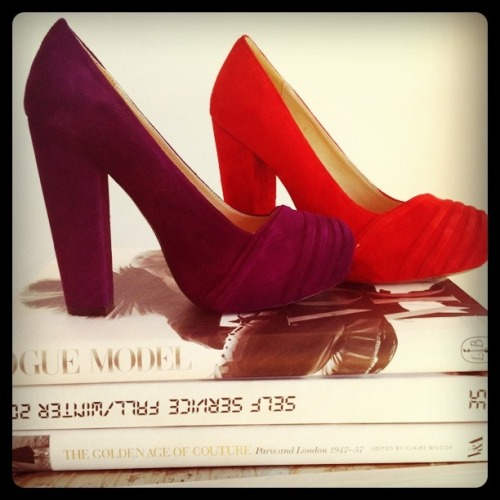 oooOOOOoo I want!  ebayfashionau:  Today We're Loving: Le Vinci heels Decisions, decisions. When these retro-inspired suede heels landed on our desk we couldn't decided which colour we liked best. Purple or red? La Vinci shoes, $69.97 available from Fashion Gallery at eBay