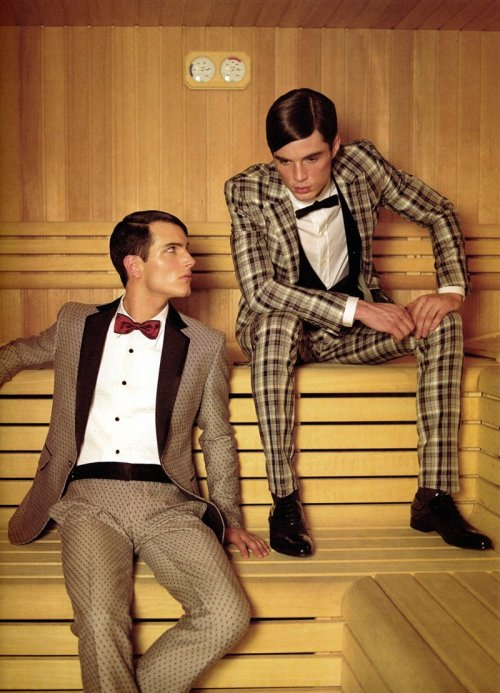 decabezaapieds:  Overdressed for the sauna aren't they?