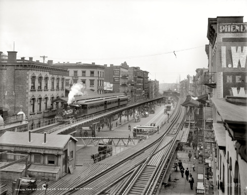lostsplendor:  The Bowery, Lower Manhattan c. 1900 (via Shorpy Historical Photo Archive)  Would've loved to've seen the Bowery all decked out in els.