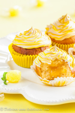 gastrogirl:  delicious lemon meringue cupcakes.
