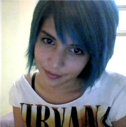 new lagoon blue hair : 3 its startin`to grow! i like that