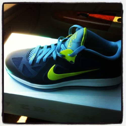 nicomamba8:  Lebron 9 low (Taken with instagram)
