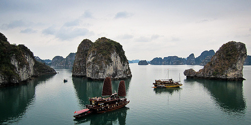Halong Bay, unforgettable (awesome photo by seua_yai) you will never see: places like these.