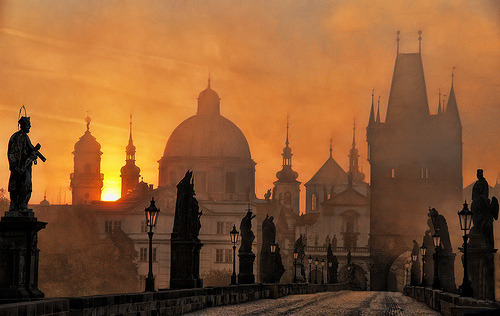bluepueblo: Sunset, Prague, Czech Republic . photo via lan