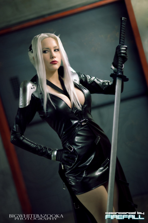 Sephiroth (gender-switched version) from Final Fantasy VII  Cosplayer: Crystal Graziano [Web | Twitter | deviantArt]Photographer: Big White Bazooka