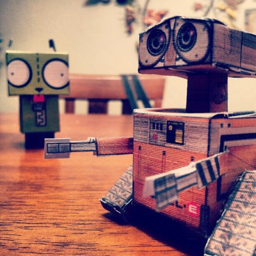 #latenight #cutout #wallE #gir (Taken with instagram)