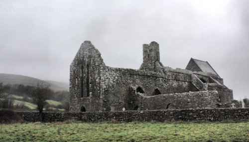 fuckyeahvikingsandcelts:  Corcomroe Abbey by *ShinyHeels