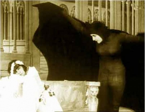 Irma Vep getting closer to her next victim in Les Vampires (1915)