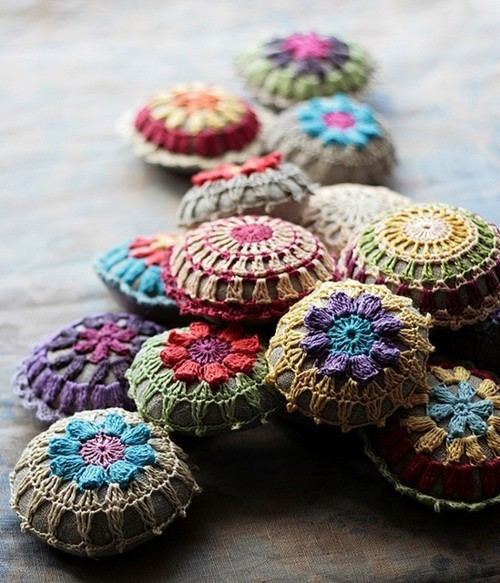 Such stunning crochet work — colours, stitches, everything. Check out Namolio's beautiful Etsy Store, here.