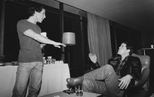 Paul Simon talking with Lou Reed, by Lynn Goldsmith.