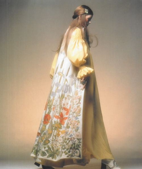 witchesandslippersandhoods:  Bellville Sassoon, 1971 Ossie Clark design photographed by Clive Arrowsmith