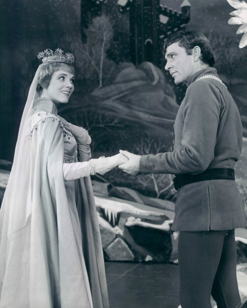 dontsitundertheappletree:  Richard Burton and Julie Andrews in Camelot (1960).