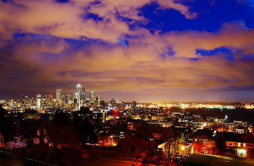Seattle City Skyline at Dusk (by TOTORORO.RORO)