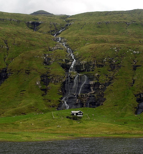 seydarhovd:  vacilandoelmundo:  Streymoy, Faroe Islands, Denmark  I drive past this house monthly, and I've never really noticed it. I'm gonna go cry in a corner brb.