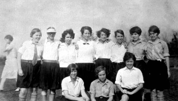 xiquarterly:  Florida State College women's soccer team, 1927. Source: Florida Memory