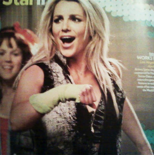 britneyfanpage:  new twister pic in people magazine