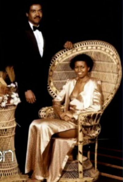 larepublicadedet:  theghettoscribe:  Michelle Obama prom swag.  OMG these chairs apparently were a part of everybody's pasts, along with the couches that had the sticky plastic on them  hahaha… I just looked up at the wall and there is a photo with this very chair… hahaha