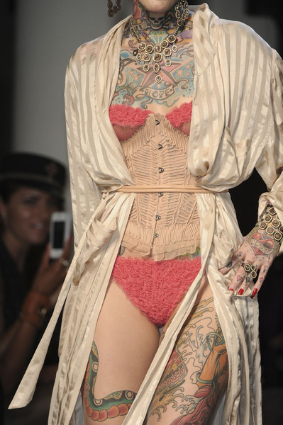 aclockworkpink:  Jean Paul Gaultier S/S 2012, Paris Fashion Week