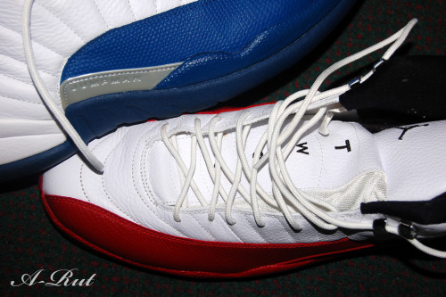 justjordans:  Blue & Red by Mr. Niceshoes