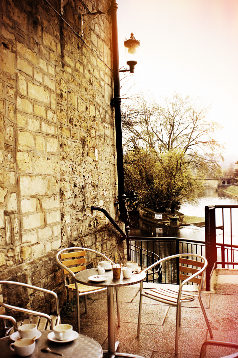 Having a coffee next to Avon river in Bath seems like a dream