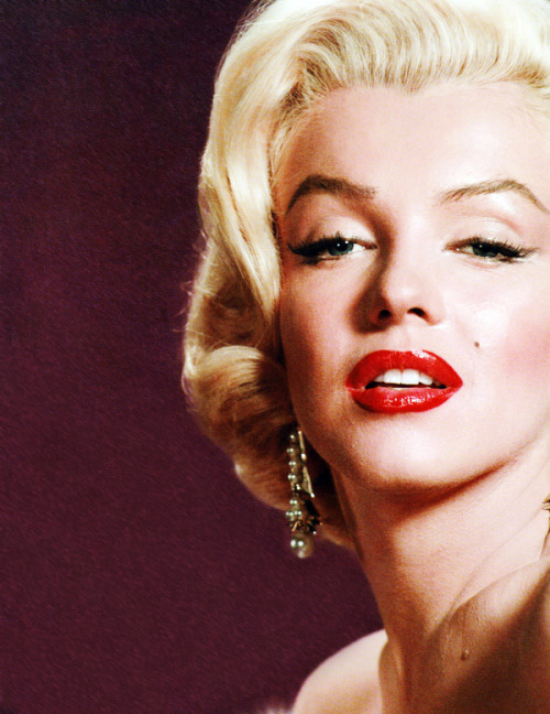 vintagegal:  Marilyn Monroe photographed by Frank Powolny, 1953  Re-blogging the original scan