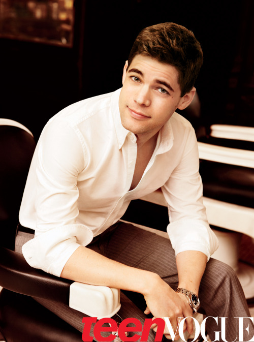 Read all about it! Jeremy Jordan delivers in Broadway's Newsies. Learn more about the star here »