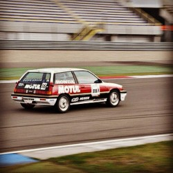 #Motul Replica 4th gen Civic and the guy drives time attack with it #motul #civic #timeattack #flickr (Taken with instagram)