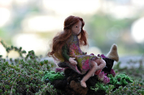 fuckyeahneedlefelting:  Needle felted Waldorf Doll/Pixie and her treasure/Spirit of Forest/standing doll-soft sculpture (by daria.lvovsky)