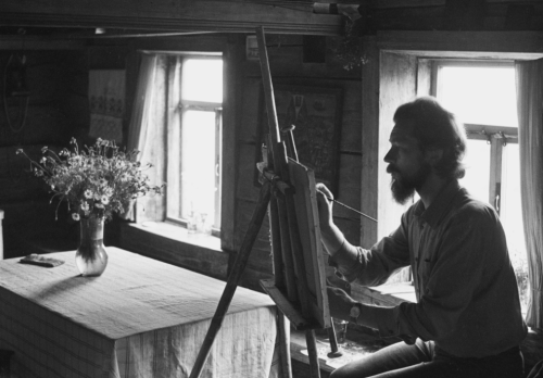 Painter Viktor Kharlov in village home. Zhivotovo-Rusinovo, Kirov Region, 1984 Igor Palmin