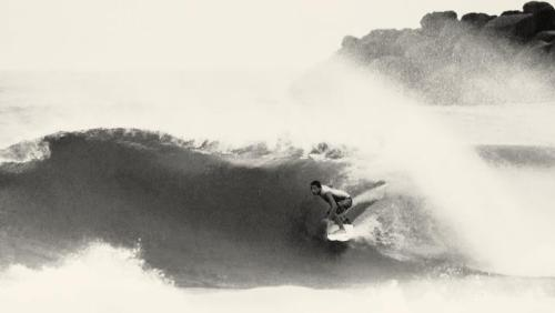 Colourless and flairless. A rare perspective of Julian Wilson. Still, this grainy D-bah drainer looks super fun.