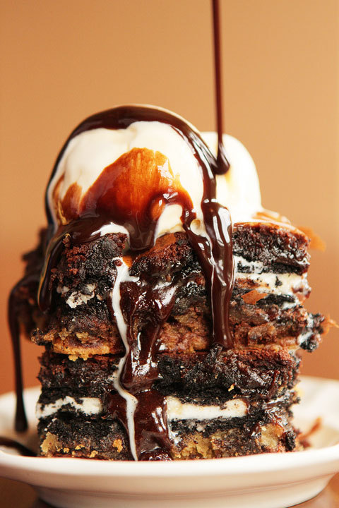 prettyfoods:  Ultimate Chocolate Chip Cookie n' Oreo Fudge Brownie Bar (via Kevin & Amanda)