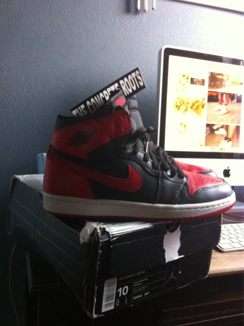 Another new pick up! 2001 blk/red retro I's number 14866 of 14984. Been hunting these down for a while now.