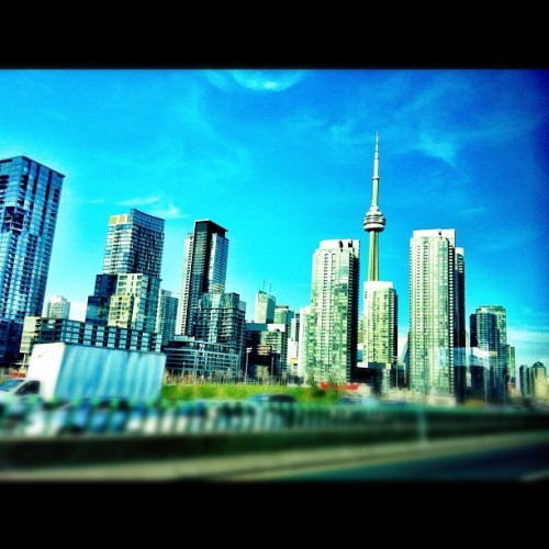 Always be home - #toronto #tdot #skyline #city #igerstoronto #iphoneography  (Taken with instagram)