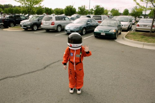 inothernews:  JETSON   A boy wore an astronaut costume in the parking lot of the Steven F. Udvar-Hazy Center in Chantilly, Va., Tuesday. The space shuttle Discovery will go on display at the center. The shuttle was flown around Washington Tuesday; it will be towed to the center Thursday. (Photo: Chip Somodevilla / Getty Images via the Wall Street Journal)