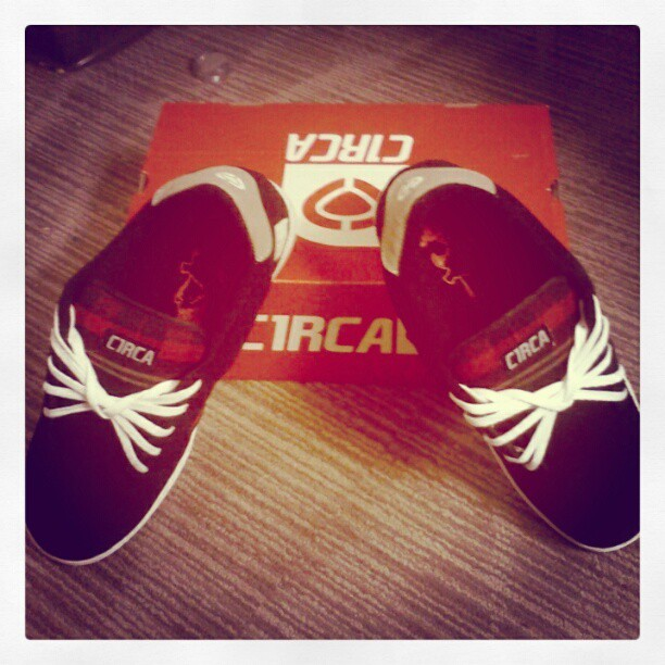 #shoes #skate #skateshoes #kicks #instashoes #circa #new #flykicks #androidsup #droidology #droidography #droidonly #teamandroid #black #plaid #instagramhub #instagramaddict #ig #pictureoftheday #photooftheday #beautiful  (Taken with instagram)